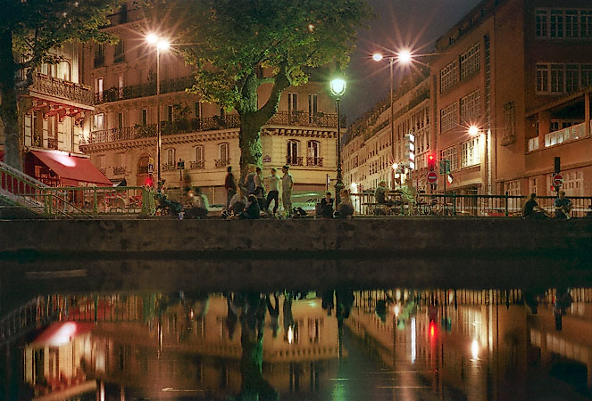 canal saint martin float through the history of paris thetravelcrew. Black Bedroom Furniture Sets. Home Design Ideas